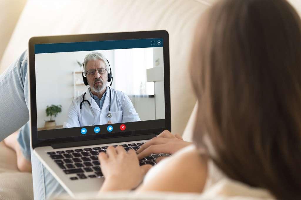 L'application permet, entre autres, de suivre des sessions Live vidéo ou la mise en place des suivis individualisés. © Fizkes, Adobe stock