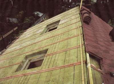 Isolation d'une toiture de maison. © DR.