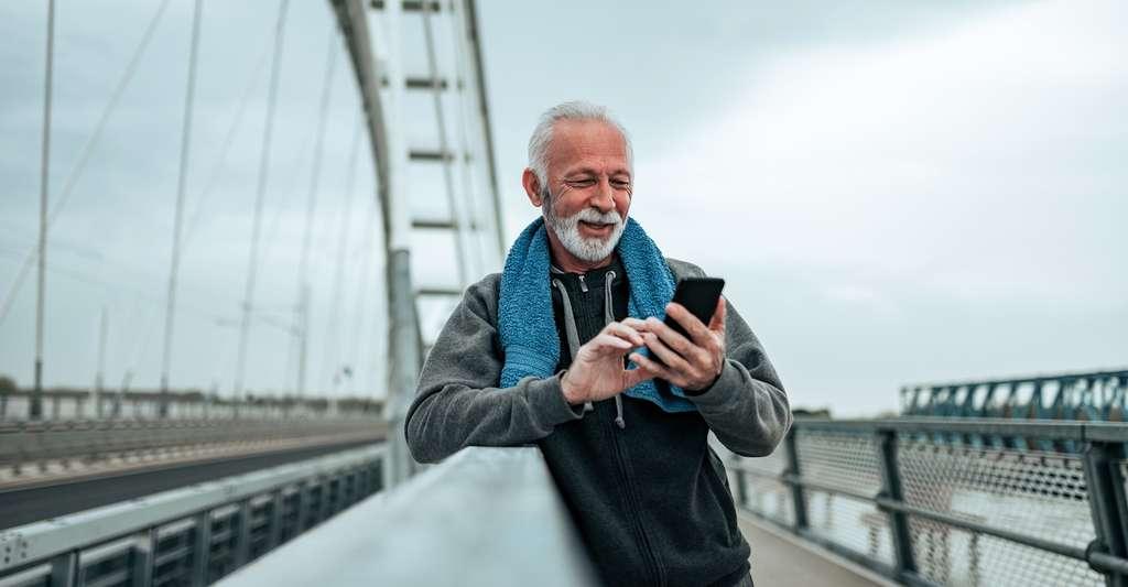 La téléphonie mobile est une application de l'électromagnétisme. © bnenin, Fotolia