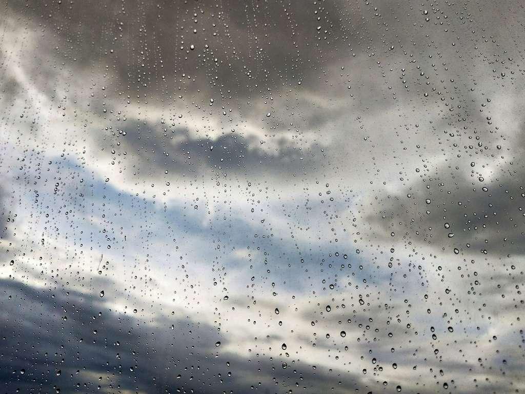 L'ionisation de l'atmosphère favoriserait la fusion de gouttelettes d'eau en suspension dans les nuages, ce qui engendre la pluie. © Motion Photography, Adobe Stock