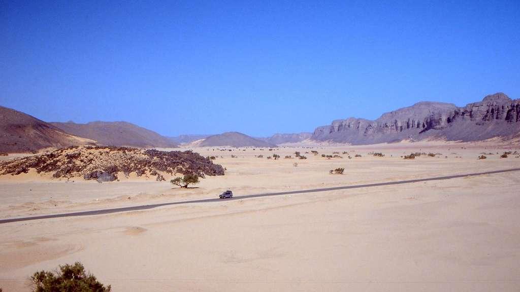 La route transsaharienne, partie algérienne. © Albert Backer, Wikipedia