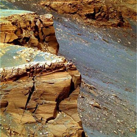 Les remparts du cratère Victoria, d'où a réussi à s'extraire Opportunity. Crédit Nasa
