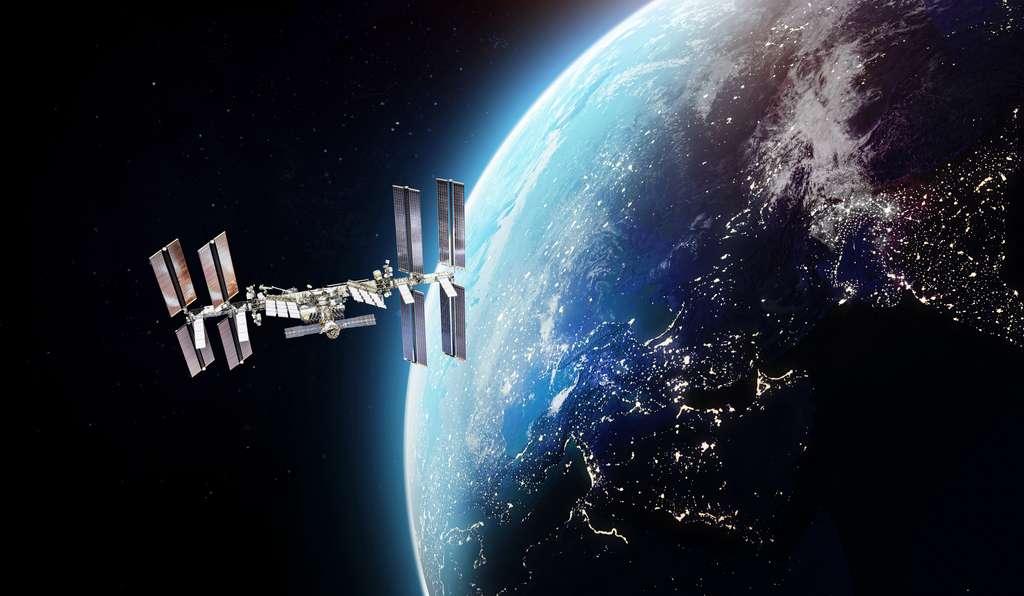 La Station spatiale internationale en orbite autour de la Terre. Les astronautes ont mené l'étude dans ses laboratoires. © dimazel, Adobe Stock