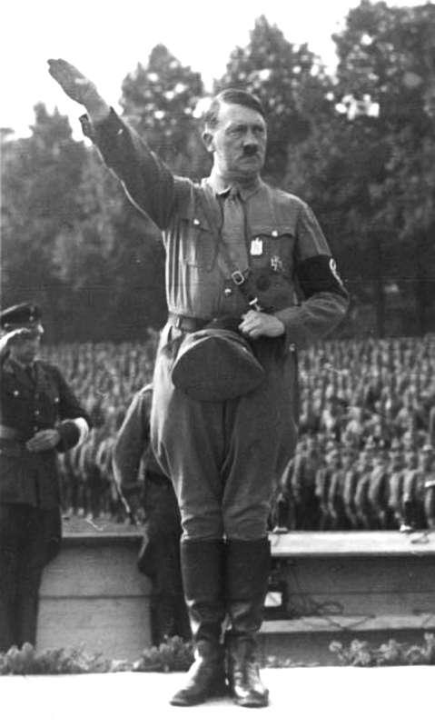 Dès 1920, Adolf Hitler profite de la crise économique pour créer le parti nazi. © Commons Wikimedia, CC by-sa 3.0