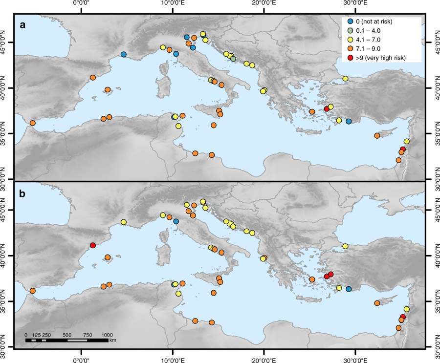 Les sites Unesco méditerranéens menacés par l'érosion côtière en 2000 (a) et 2100 (b). © Lena Reimann et all., Nature Communications, 2018