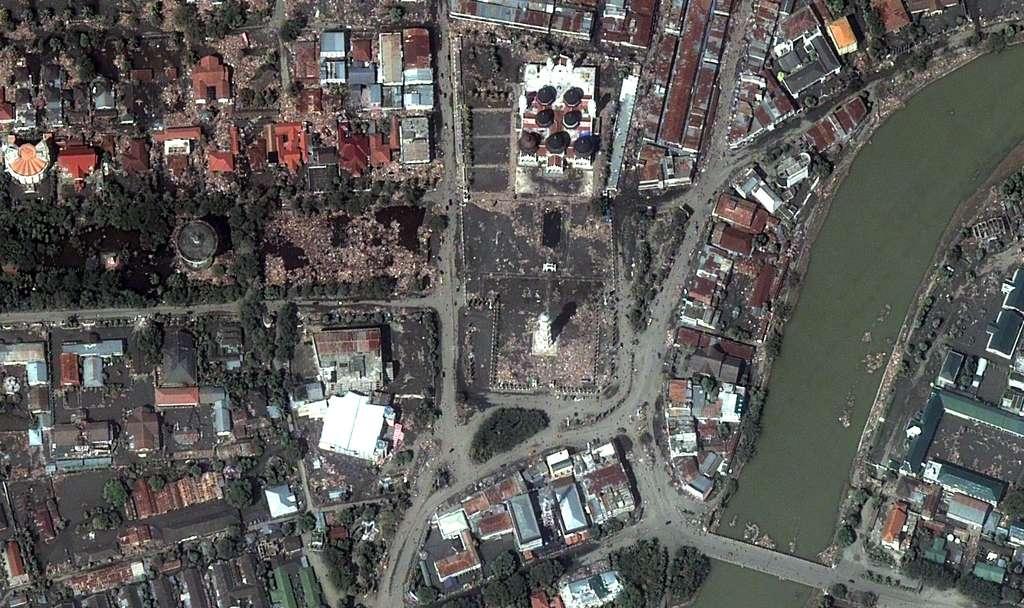 Indonésie : Grand Mosquée après le tsunami