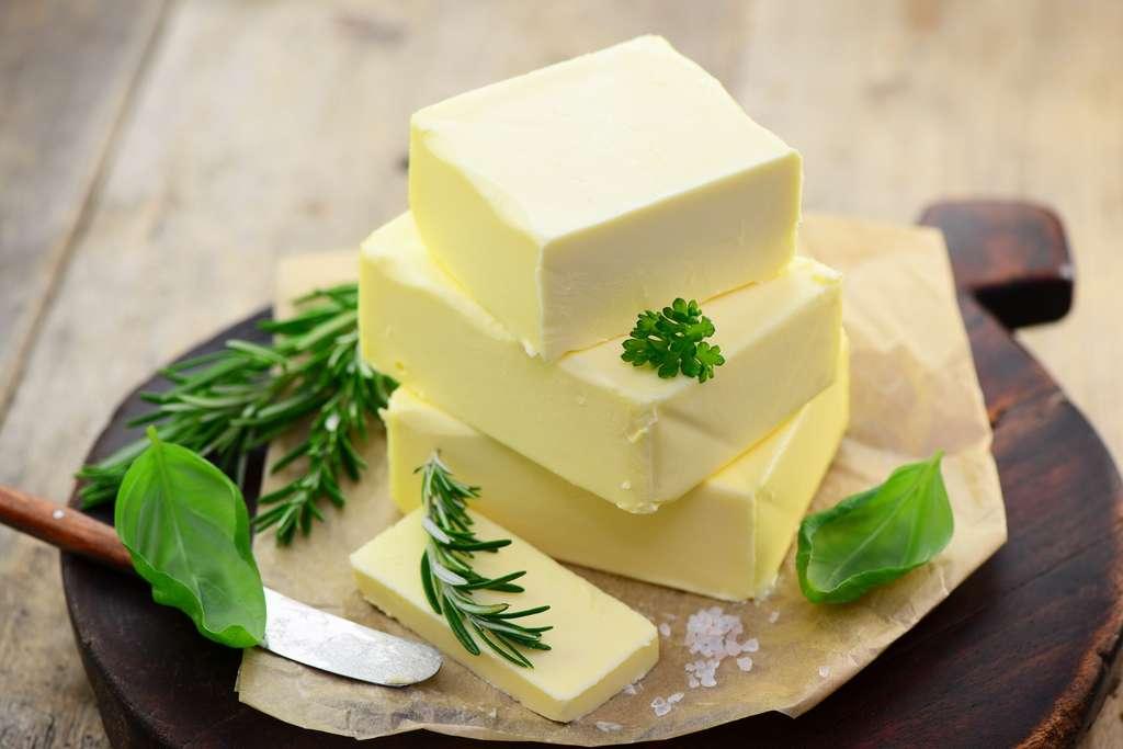 Il est souvent reproché au beurre et à d'autres produits laitiers de contenir des graisses saturées. © photocrew, Fotolia