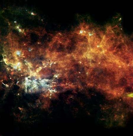 Cliquer pour agrandir. Chaîne de production d'étoiles dans la constellation du Petit Renard. Crédit : Esa/Hi-GAL Consortium
