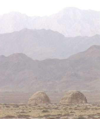 Différentes tombes xia dans le désert. © DR