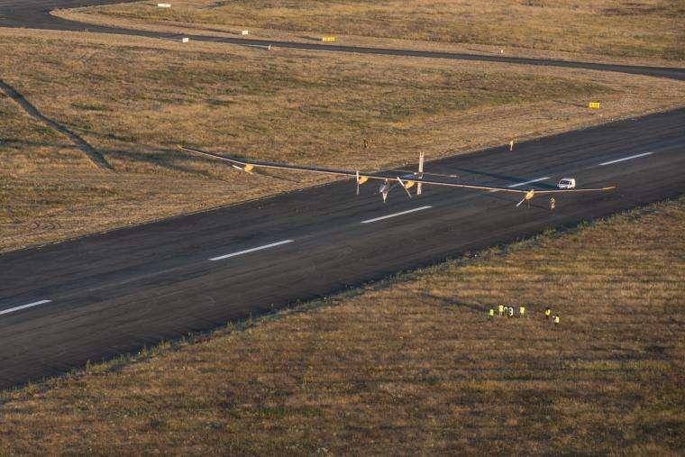 L'avion solaire HB-SIA au décollage le 24 juillet 2012 sur la piste de l'aéroport de Toulouse-Francazal. © Jean Revillard, Solar Impulse