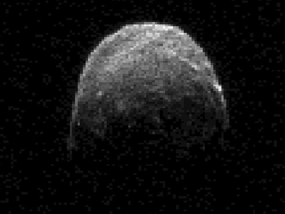 L'image de l'astéroïde 2005 YU55, obtenue par radar depuis le radiotélescope de Goldstone (Californie) le 7 novembre à 20 h 45 en heure française. L'objet était alors à 1,38 million de kilomètres de la Terre. © Nasa-JPL-Caltech