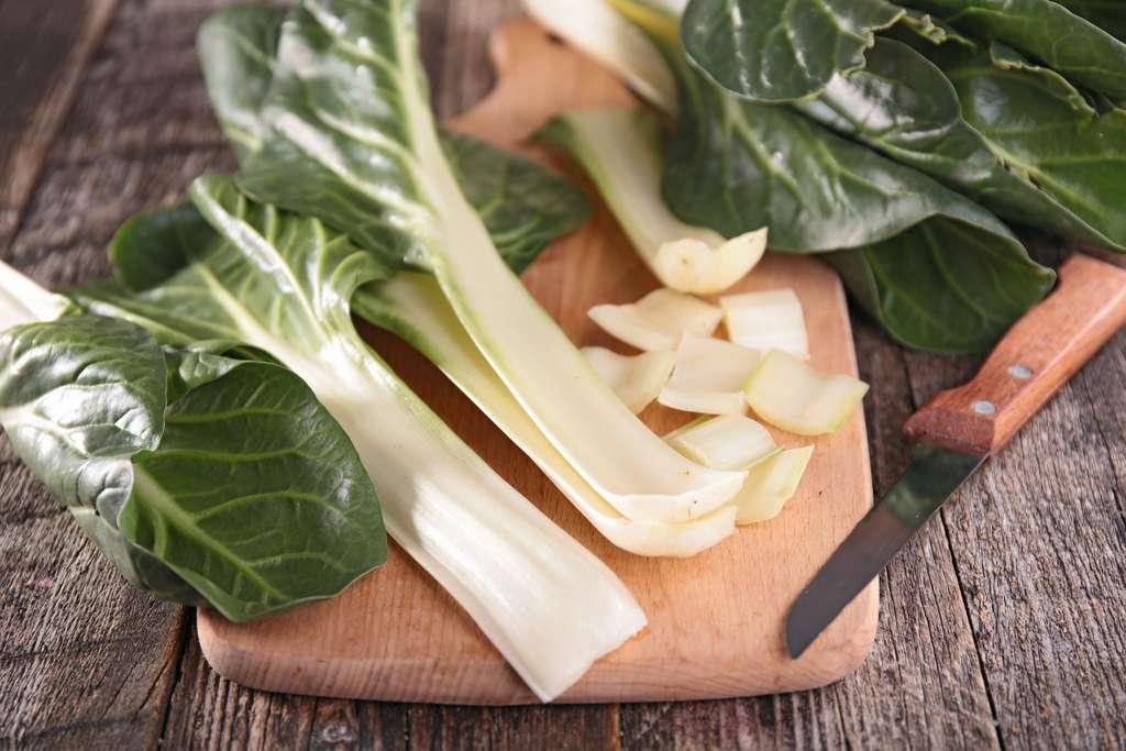 Les côtes de blettes se consomment en gratin ou sautées à la poêle. © M.studio, Adobe Stock