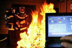 L'un des projets présentés au Forum 4i est une tenue de pompier bardée de capteurs pour améliorer la sécurité des soldats du feu. La tenue, baptisée Proetex, a été développée notamment avec les laboratoires du CEA et Leti (Laboratoire d'Electronique et de Technologie de l'Information). Crédit : G. Cottet - CEA Leti