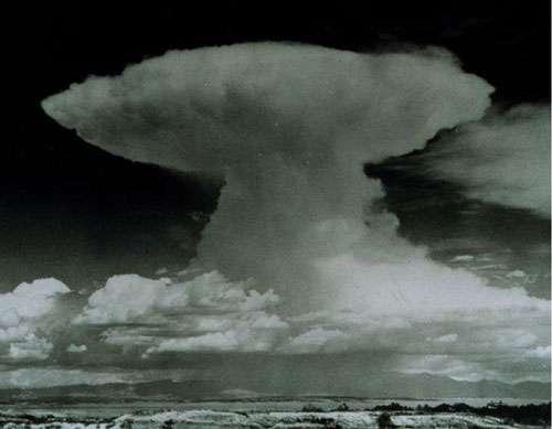 Cumulonimbus capillatus incus. © NOAA Domaine public