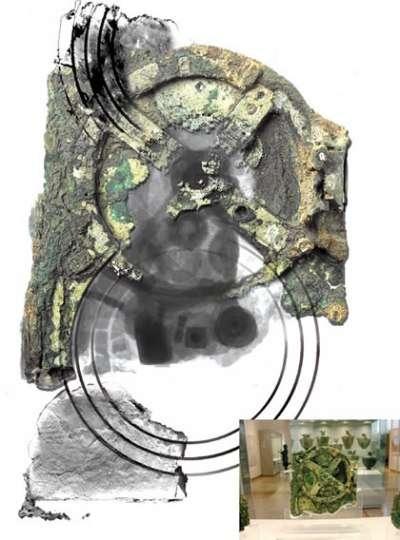 Inclus dans une gangue pierreuse, les engrenages se laissent seulement entrevoir. Crédit : Antikythera Mechanism Research Project
