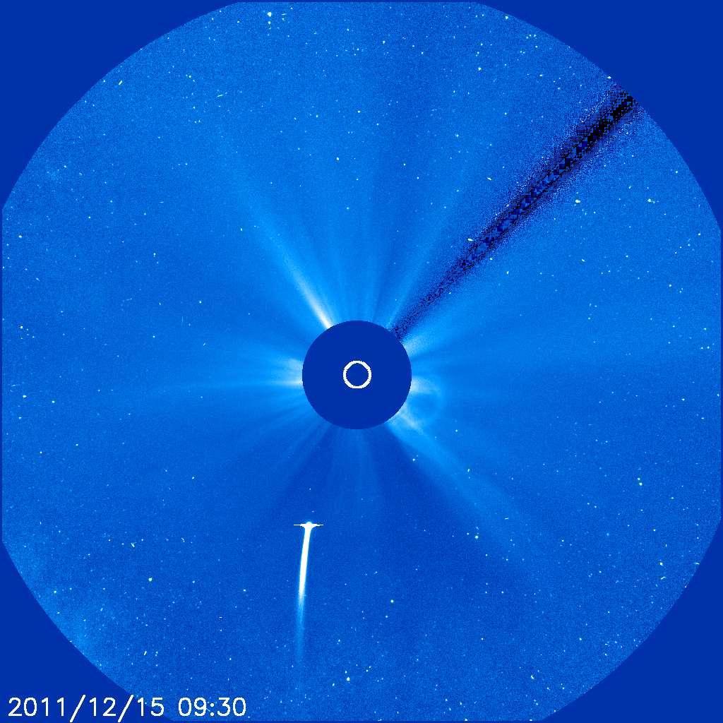La comète Lovejoy, ou C/2011 W3, fonçant vers le Soleil et saisie par le coronographe Lasco C3 (Large Angle and Spectrometric Coronagraph) de l'observatoire solaire spatial Soho, le 15 décembre. © Soho/Lasco/Esa/Nasa