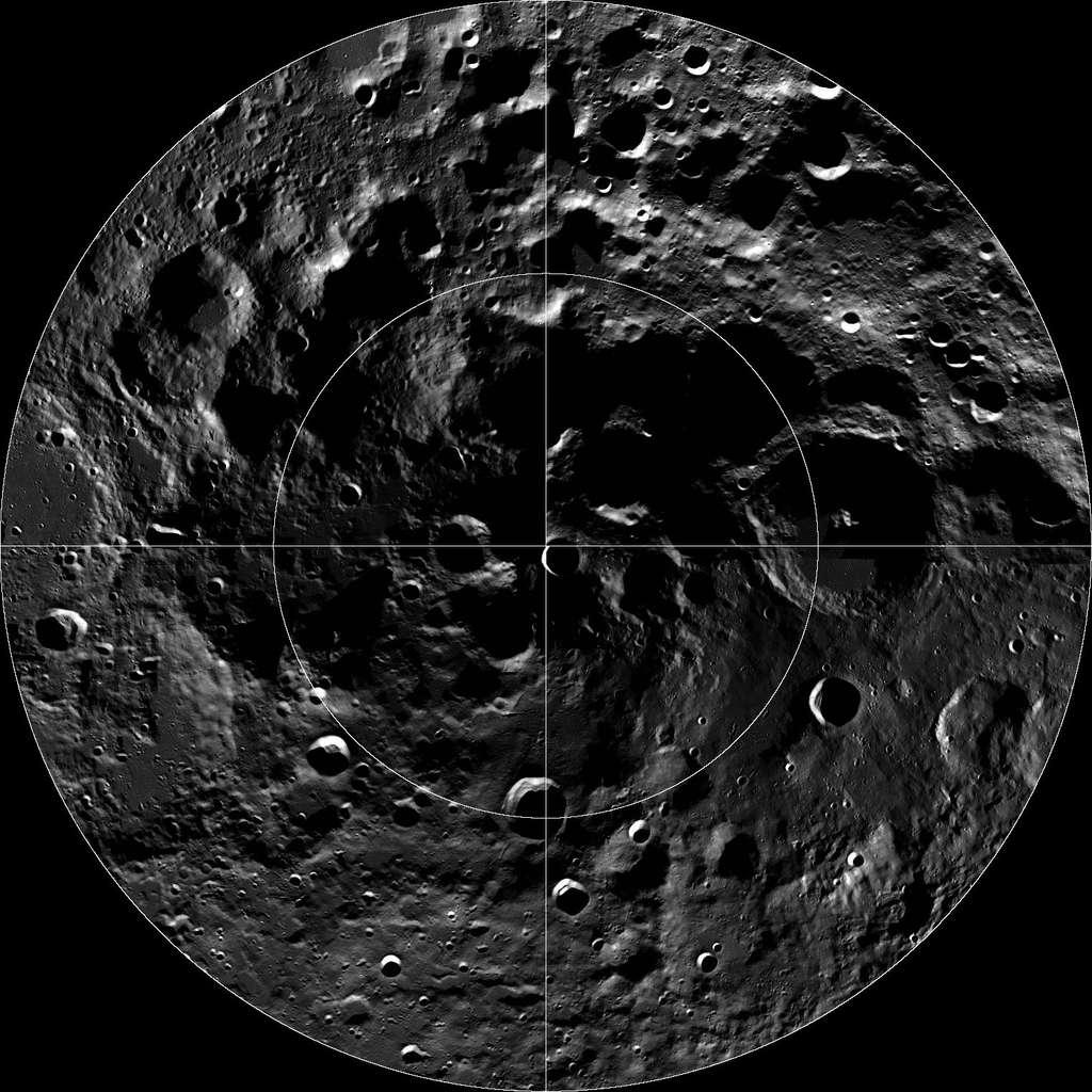 Le pôle sud de la Lune vu par la sonde de la Nasa LRO (Lunar Reconnaissance Orbiter). Luna-Resurs ira se poser dans le bassin Aitken. © Nasa, GSFC, Arizona State University