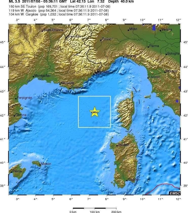 Plusieurs séismes de moindre importance ont eu lieu dans la région. Vendredi matin, à 5 h 36 TU, une secousse de magnitude 3,5 est née à peu près au même endroit mais plus profondément, à 40 km selon le CSEM (Centre sismologique euro-méditerranéen). © CSEM