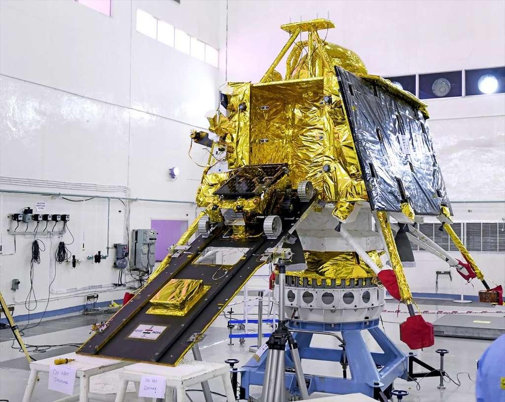 La rampe qu'utilisera le rover Pragyan pour descendre de l'atterrisseur et rouler sur la surface lunaire. © Isro