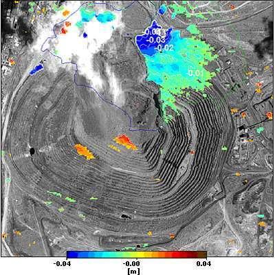 Déformation du trou artificiel de la mine de Palabora. Les zones en bleu foncé présentent une déformation relativement conséquente de l'ordre de 4 cm. Crédits : Vexcel / Infoterra / Digital Globe Inc