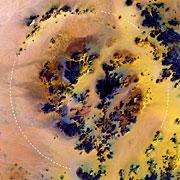 Le cratère Kebira, de 31 kilomètres de large, situé dans le Désert du Sahara Il est localisé au sud-ouest de l'Egypte, non loin de la frontière libyenne (Courtesy of Boston University Center for Remote Sensing)