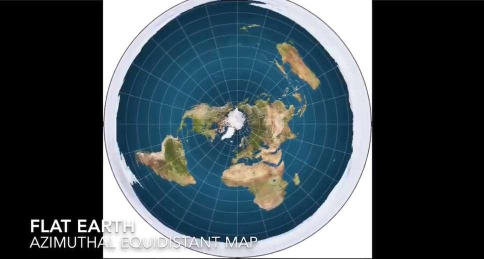 Selon la théorie de la Terre plate, la Terre est entourée de l'Antarctique, un mur de glace de plus de 125.000 kilomètres de long. © Capture écran YouTube de la chaîne de Jay Decasby