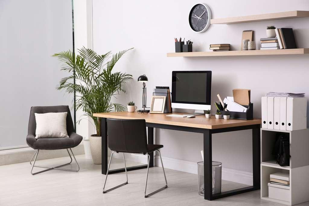 Des meubles fonctionnels et confortables sont de véritables atouts pour assurer une meilleure productivité. © New Africa, Adobe Stock
