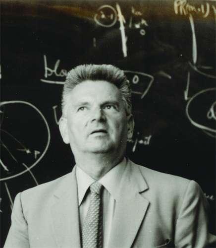 Le mathématicien René Thom (1923-2002) a reçu la médaille Fields en 1958 pour ses travaux sur la topologie différentielle. Il est devenu célèbre en présentant la théorie des catastrophes, dont lui et ses collègues ont proposé diverses applications dans plusieurs champs scientifiques, allant de la physique à la linguistique en passant par la biologie. Cette théorie était selon René Thom une clé importante pour comprendre la morphogenèse dans la nature, et pas seulement dans le domaine de la biologie théorique. Il a proposé une relecture de l'œuvre d'Aristote dans le cadre des concepts issus de la topologie. © Peter van Emde Boas