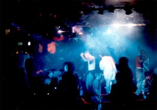 Les basses fréquences des discothèques ne sont pas dangereuses pour l'ouïe des voisins. © Scott Silver, Wikimedia, CC by 3.0