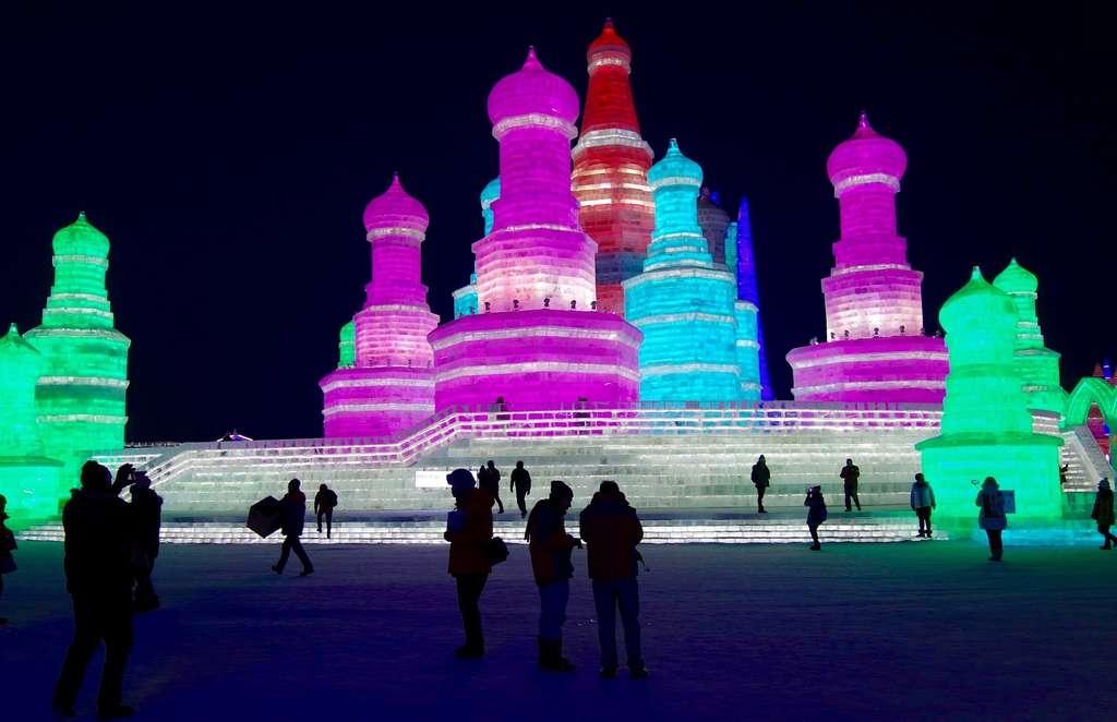 L'extrême nord-est de la Chine connaît aussi des températures extrêmement froides. C'est le cas dans la ville d'Harbin — plus de 10 millions d'habitants et un festival annuel de sculpture sur glace — où les températures normales du mois de janvier oscillent entre -22 °C et -24 °C et un record de -42 °C a déjà pu être enregistré. © marcmooney, Pixabay, CC0 Creative Commons