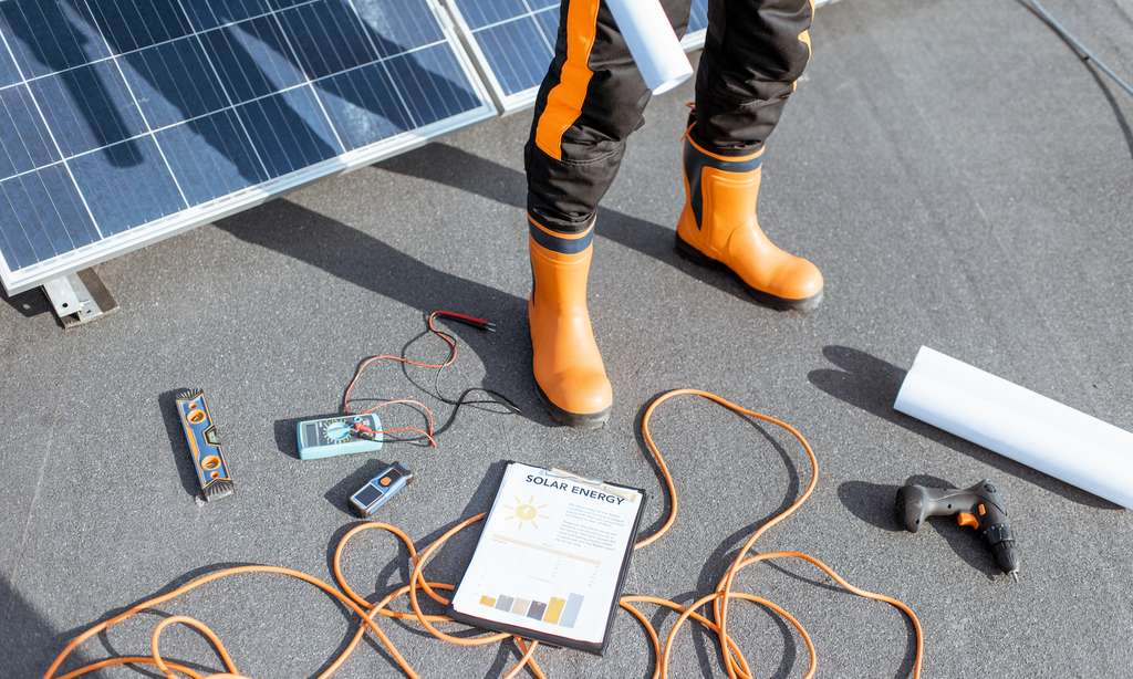 Selon le kit panneau solaire choisi, plus ou moins de compétences seront nécessaires à l'installer soi-même. © rh2010, Adobe Stock