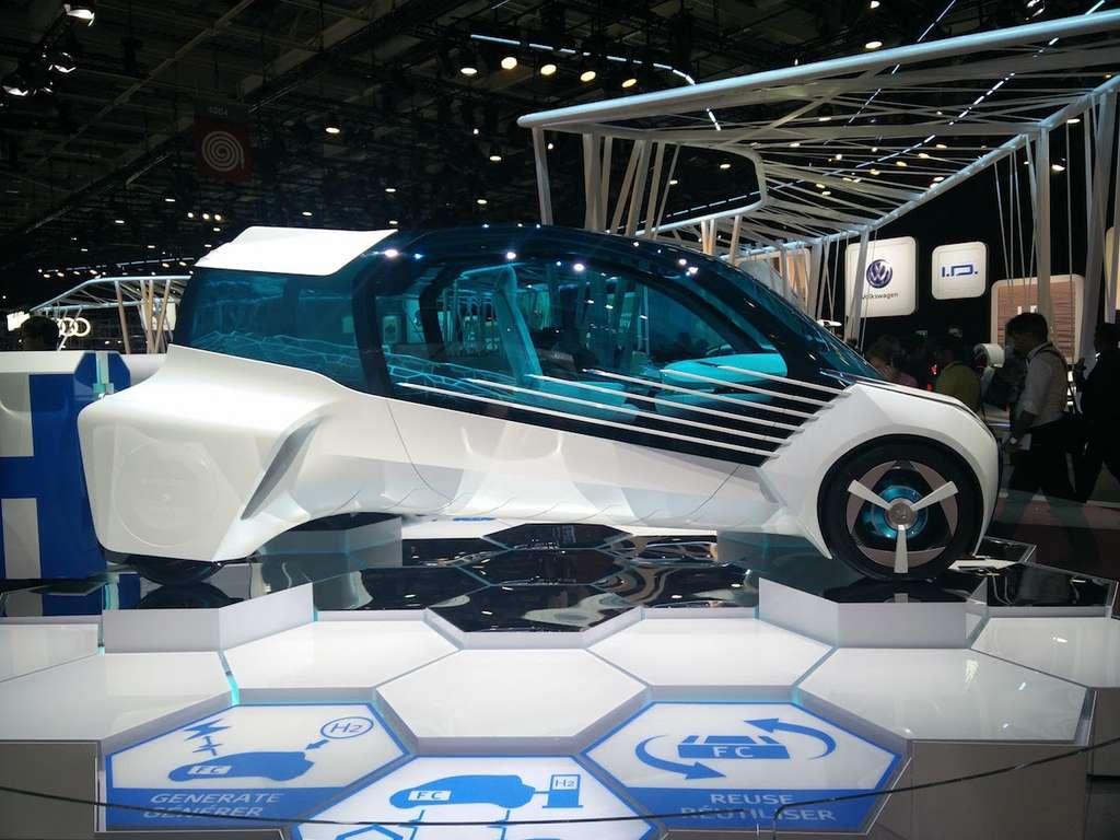 Il faudra attendre au moins 15 ans pour voir circuler ce concept à l'allure de véhicule lunaire. Animé par quatre moteurs électriques placés dans chaque roue, il sera alimenté en énergie par une pile à combustible. © Sylvain Biget