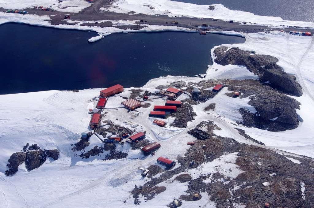 Base scientifique et technique Dumont d'Urville, Terre Adélie, Antarctique. © Du Nord au Sud / Julien Lanshere.