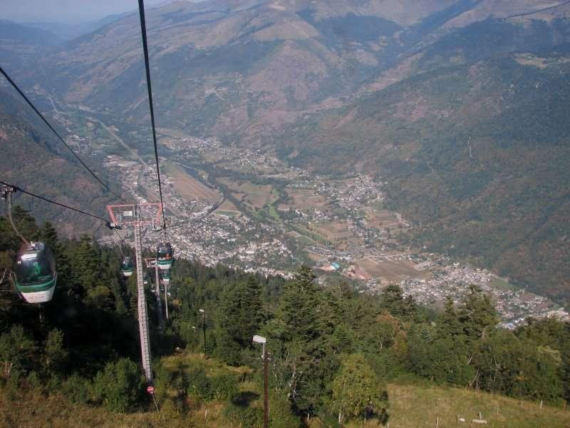 Vue sur la vallée de Luchon depuis le téléphérique. © Zyonig, Wikimedia Commons, DP