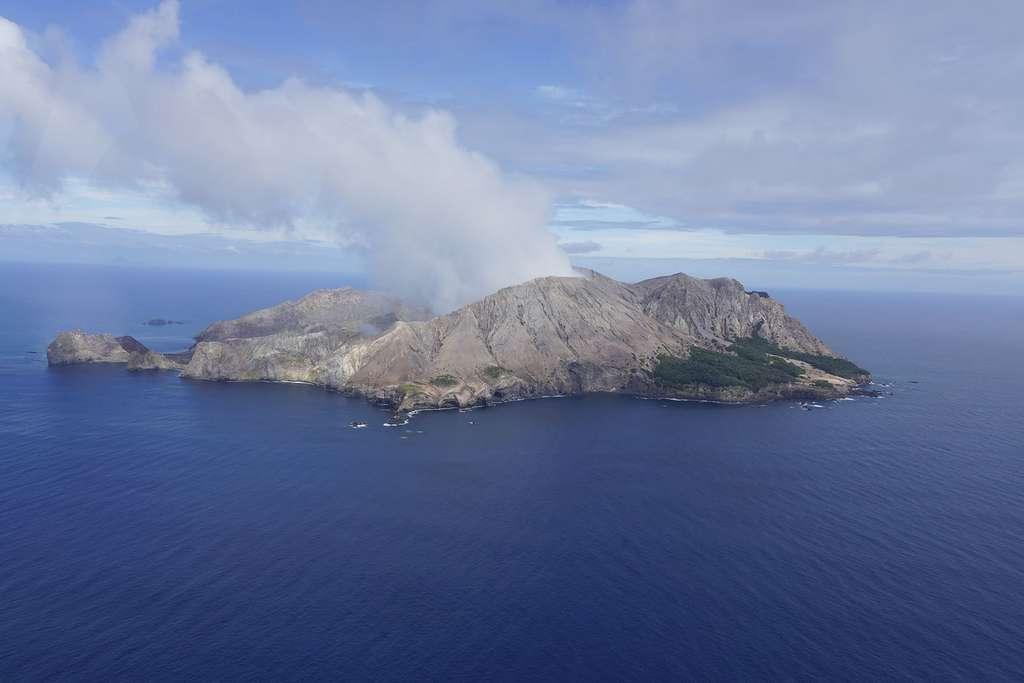 Le volcan de White Island au large de l'île du Nord