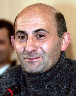 Laurent Lantieri, chirurgien français ayant réalisé la première greffe totale de visage au monde, les 26 et 27 juin 2010 au CHU de Créteil. © AFP