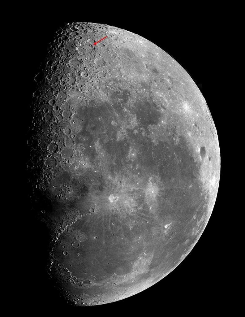 Cette image de la Lune gibbeuse permet de repérer la position du cratère Clavius qu'une petite lunette révèlera à proximité du pôle sud. Crédit Valère Leroy