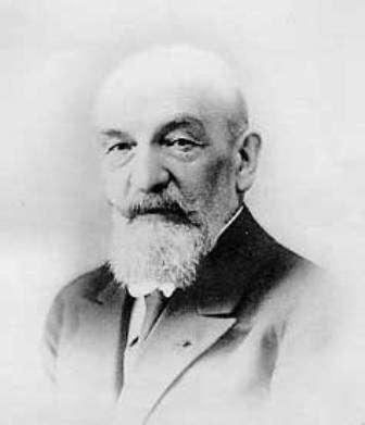 Georges Friedel (1865-1933) est un minéralogiste français auteur d'importants travaux sur les cristaux liquides. Il a défini les trois grandes phases des cristaux liquides connues au XXe siècle, et on lui doit le terme de « nématique » désignant l'une de ces phases. © Wikipédia, DP