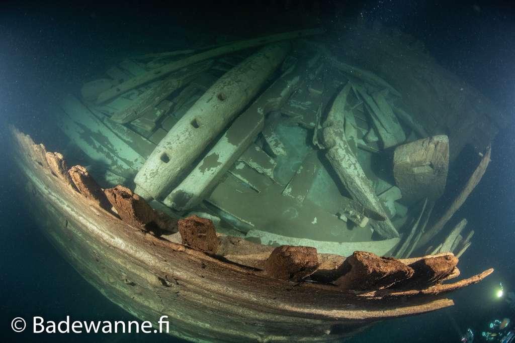 Un aperçu du treuil destiné à descendre l'ancre du navire. © Badewanne Explorations