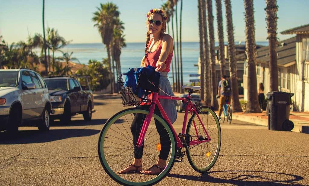 Pour limiter l'occurrence de pics d'ozone, les ingénieurs en mobilité proposent de réduire le recours à la voiture individuelle à combustion. Ils recommandent de développer le covoiturage ou la pratique du vélo. © Pexels, Pixabay, CC0 Creative Commons