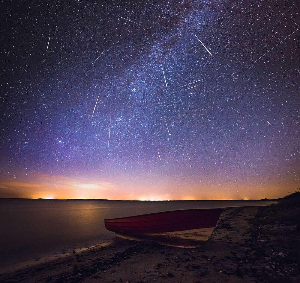 Un ciel zébré d'étoiles filantes