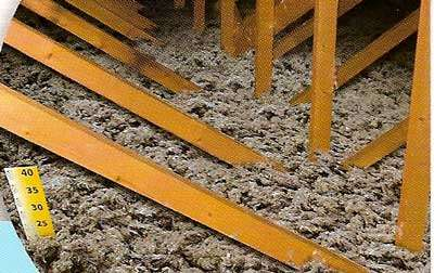 Soufflage en vrac sur plancher de comble perdu. © DR