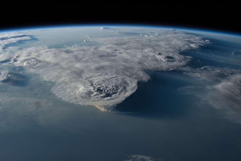Cumulonimbus au-dessus de la mer de Chine, photographié d'ISS le 29 juillet 2016. © Nasa