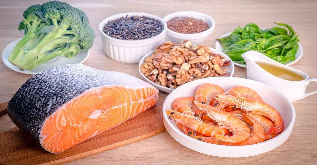 Saumon, brocolis et crevettes sont source d'oméga-3. © Alexpro9500, Shutterstock