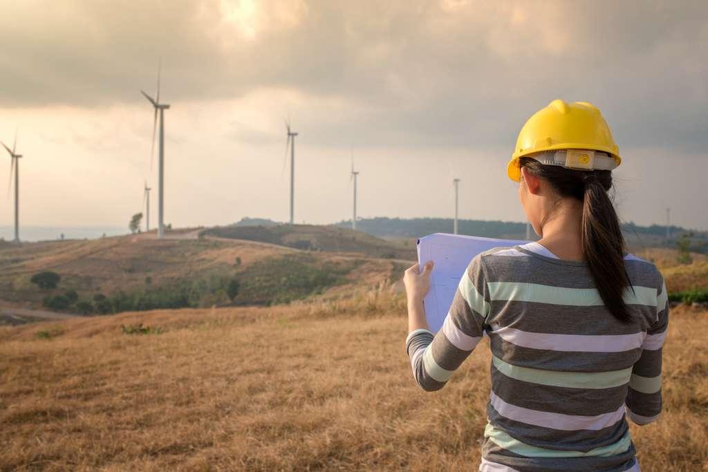 Soucieux d'améliorer les énergies déjà existantes, l'ingénieur en énergie renouvelable cherche constamment de nouvelles techniques pour les rendre plus efficaces. © bannafarsai, Fotolia.