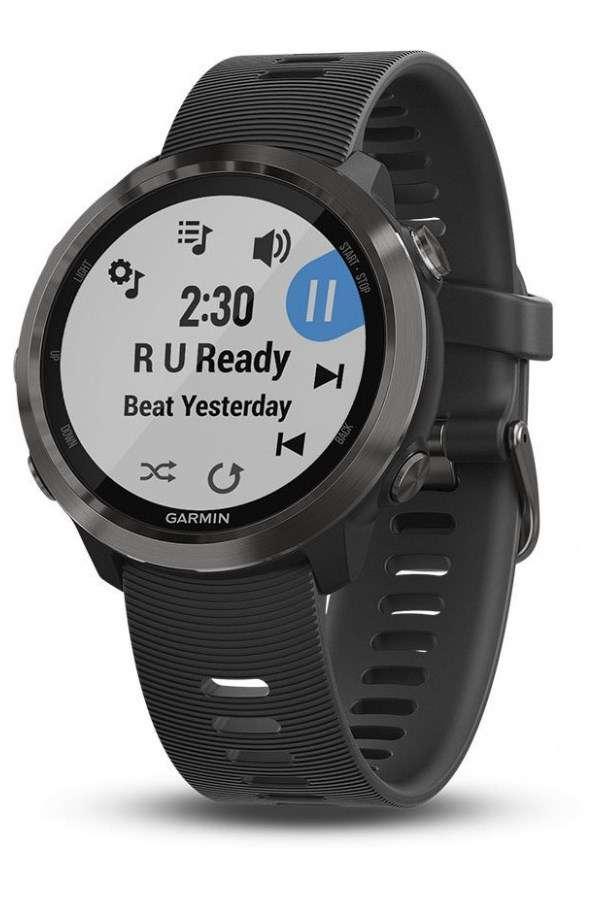 Le spécialiste Garmin est l'un des plus grands fournisseurs de montres connectés pour sportifs. Doté d'un GPS et de nombreux capteurs, ses modèles, ici une Forerunner 645, sont très appréciés pour les amateurs de course à pieds. © Garmin