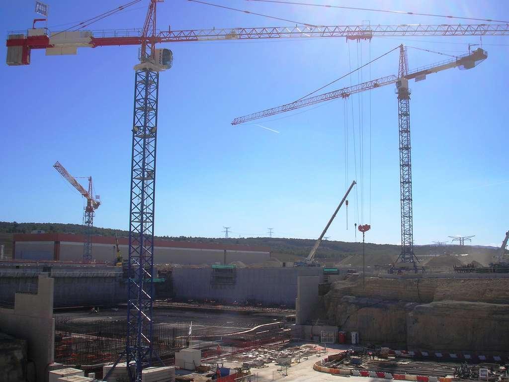 Le site d'Iter en septembre 2013. On voit en bas à gauche le lieu où se trouvera le réacteur. © Laurent Sacco, Futura-Sciences