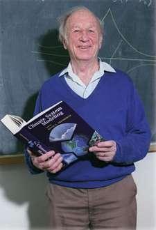 Edward Lorenz en 1994. Crédit : Charles Semmer