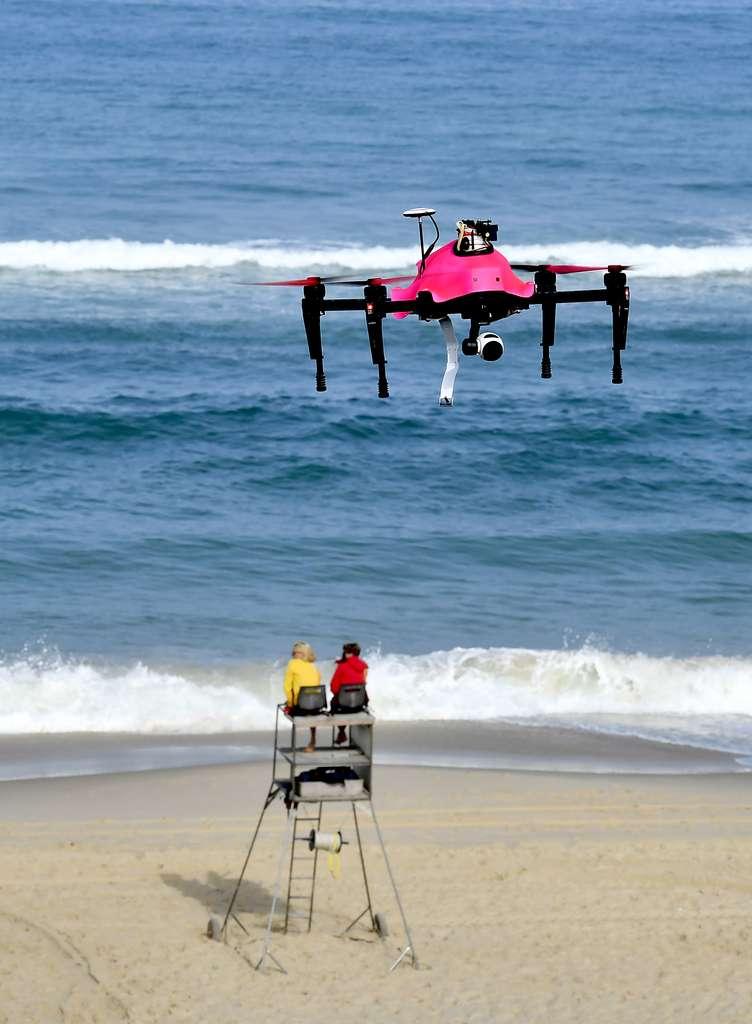 Le drone Helper est en cours d'expérimentation à Biscarrosse, sur une plage de 3,5 km de longueur. Une évaluation de son intérêt sera réalisée après le premier mois de son utilisation. © AFP Photo, Georges Gobet