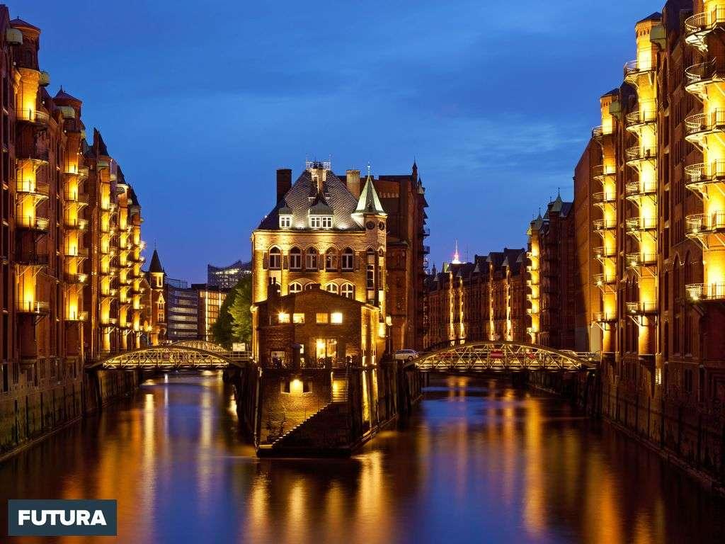 Hambourg située au nord de l'Allemagne, près de l'embouchure de l'Elbe